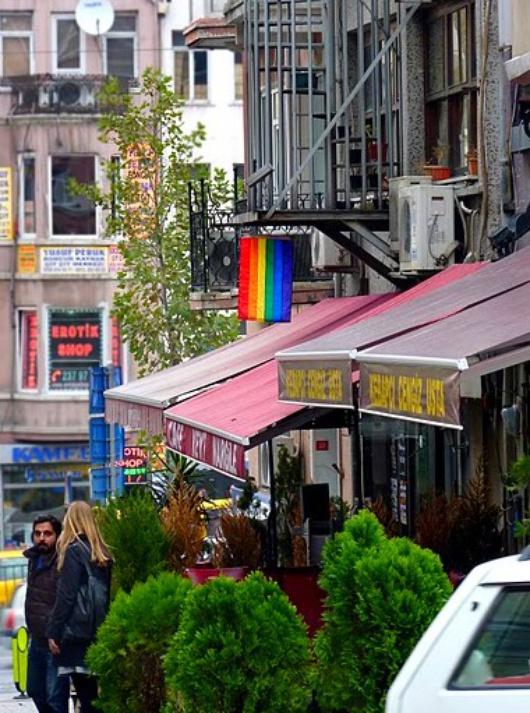 """Il y a plus de 30 bars gays à Istanbul, mais """"nous sommes les seuls à avoir les couilles de l'afficher!"""""""