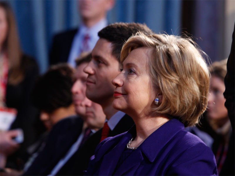 Con Hillary Clinton, abril de 2009 (Foto: ©Downing St/ Flickr)