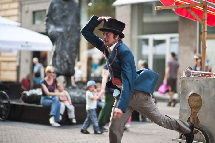 Image for Christian e Iva, o cómo maravillar las calles de Zagreb