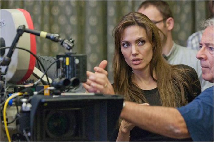 """Image for """"En tierra de sangre y miel"""": Angelina Jolie concilia y reconcilia"""