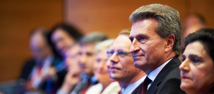 Image for Günther Oettinger: Feiernder Aktenfresser oder bürgernaher Alleskönner?