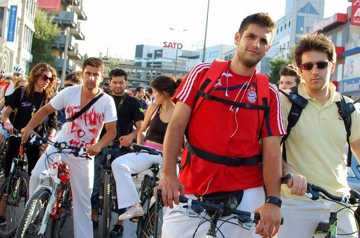 Image for Freeday: le cyclo-moteur du vendredi d'Athènes