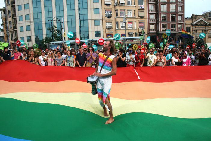 """Image for I cannoni ad acqua sulGay Pride diIstanbul: """"Uno schifo..."""""""