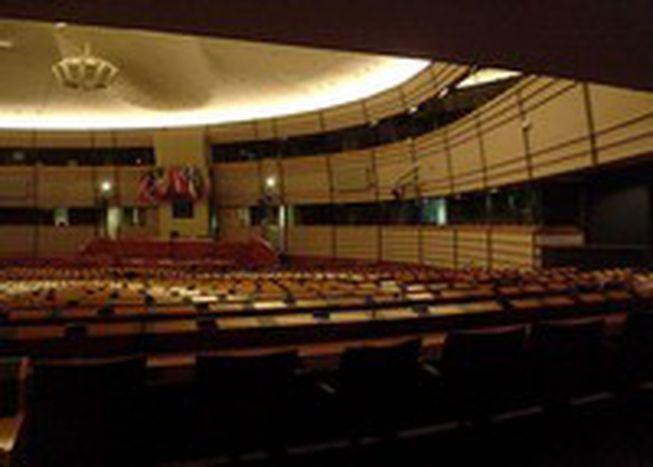 Image for Buscando prácticas en el parlamento sin morir en el intento