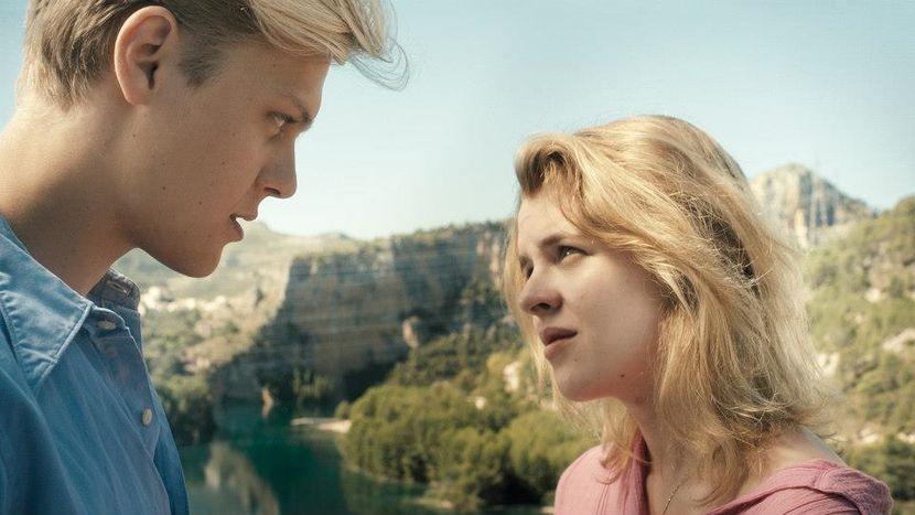 Image for ''Nieulotne'': o pierwszych miłościach i wchodzeniu w dorosłość