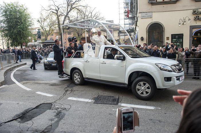 Image for Papa Francesco a Firenze: dopo 29 anni il pontefice nelle vie del centro cittadino