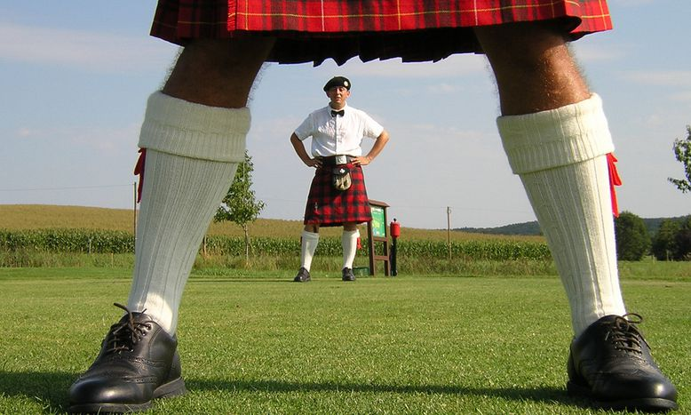 Image for German tourists in Scotland: Scotch malt at airport and haggis for breakfast