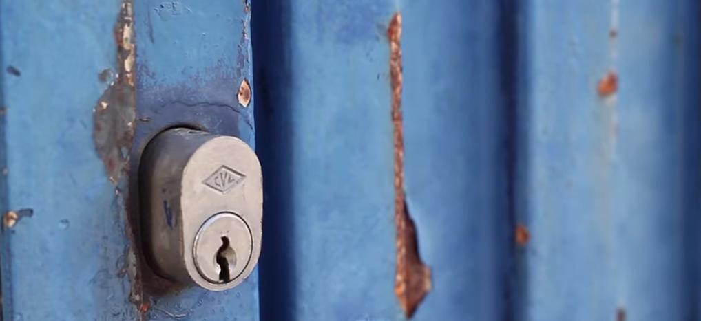 Image for Un documentaire révèle la réalité du Centre de Rétention Administrative (en espagnol CIE) de Zapadores, à Valence