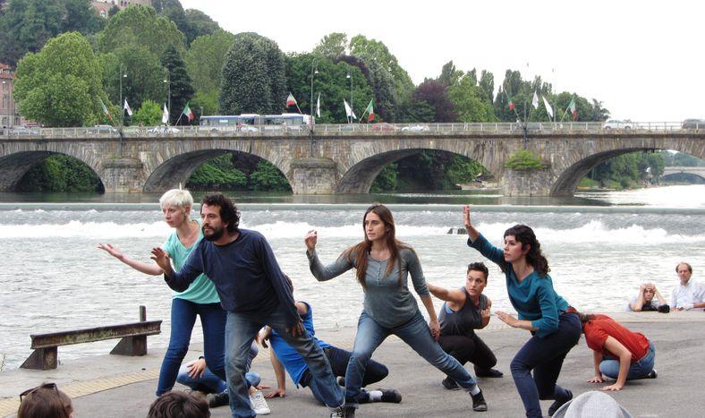 Image for Ballerini senza palco e jazz sul fiume. Musica e danza off a Torino