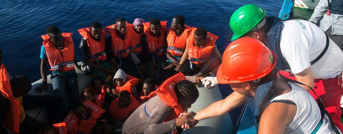 Image for Réfugiés : le bateau Iuventa ou l'art du sauvetage en mer