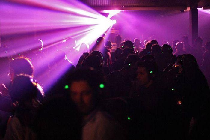 Image for Silent Disco in Sarajevo: Allein unter Freunden