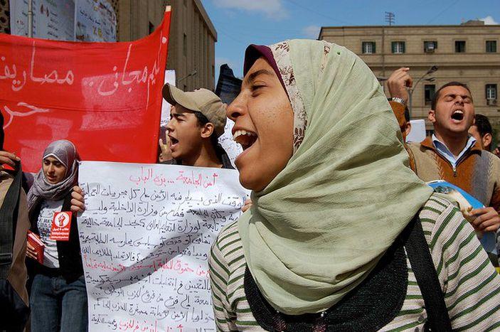 Image for Egypt: President Mubarak's men in pro-democracy clashes