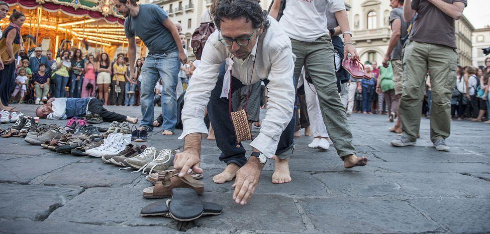 Image for La marcia degli scalzi: le città italiane accolgono i migranti