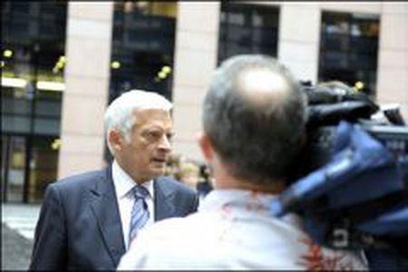 Image for Jerzy Buzek presidente: 555 votos a favor y 89 en contra. Reacciones de Dati (PPE), Lunacek (Los Verdes), Hoang Ngoc (PS)