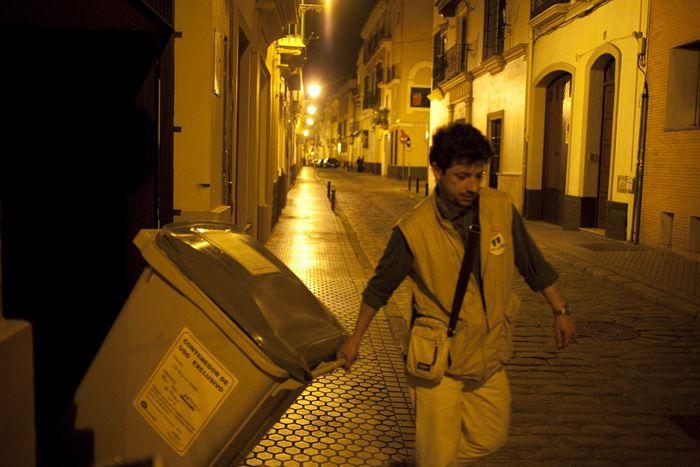 Image for Basura, crisis e ingenio: ¡Jacinto hace negocio con los contenedores!
