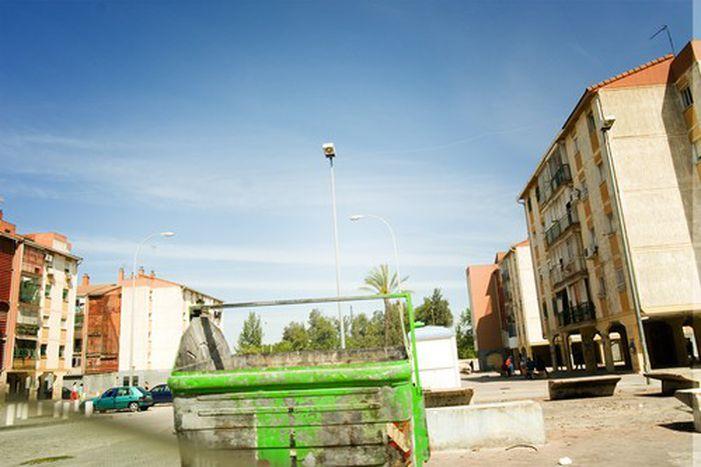 Image for Las Tres Mil: Sevillas schöner Schandfleck
