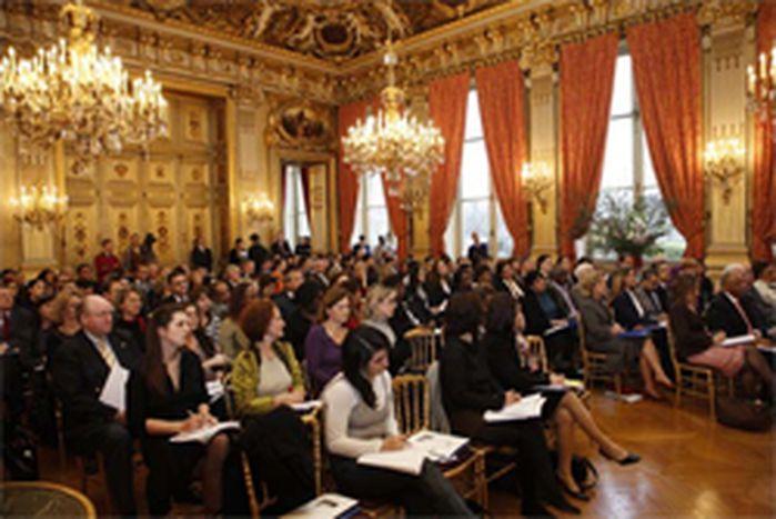 """Image for Journée internationale des femmes au Quai d'Orsay : Bernard Kouchner salue une """"belle initiative""""."""
