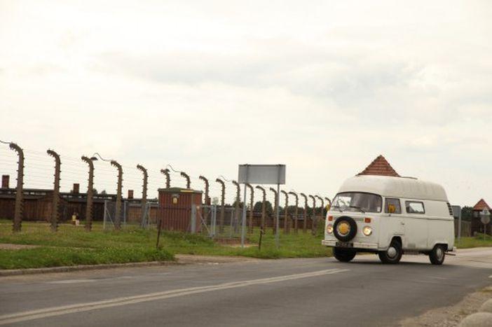 Image for La vie à l'ombre des camps nazis d'Auschwitz