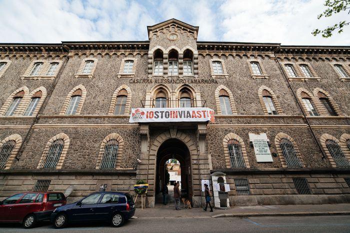 Image for Turin résiste : unehistoire de Libération