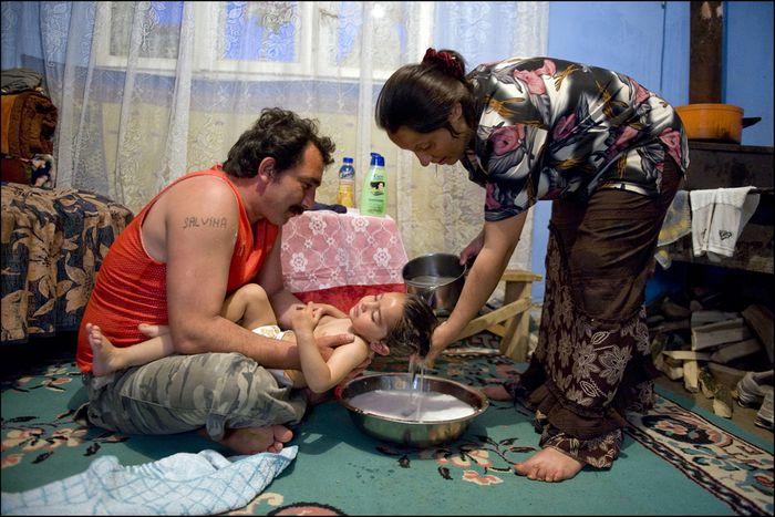 Image for En la piel de parejas gitanas entre Lyon y Rumanía