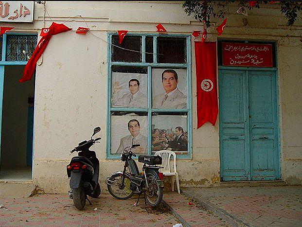 Image for Tunesien: Straßenkampf und Cyberkrieg gegen die Diktatur