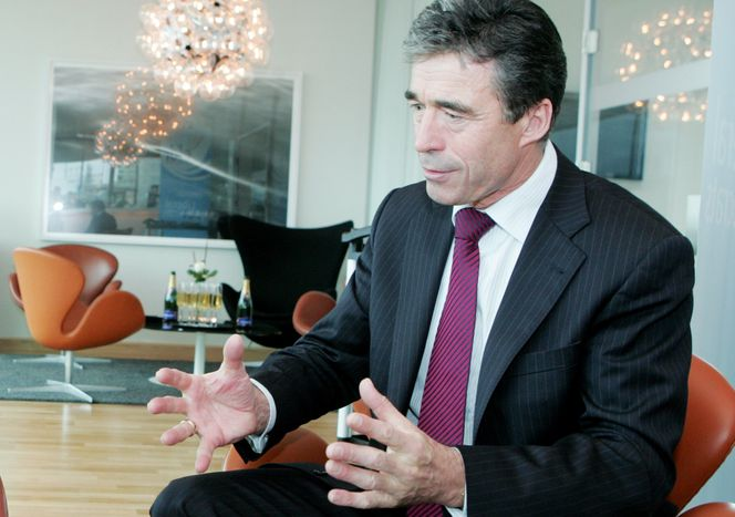 Image for Anders Fogh Rasmussen : « 65 heures travaillées, c'est beaucoup »