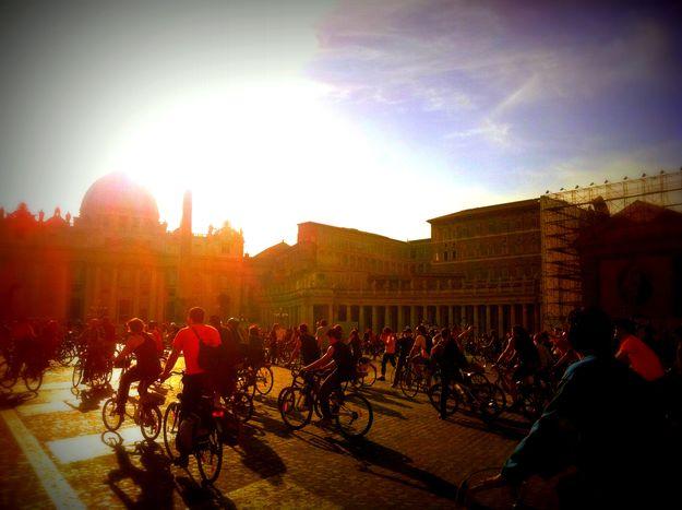Image for Les cyclistes à Rome : entre cyclofficines et masse critique