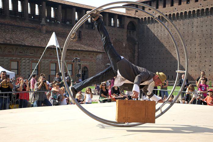 Image for L'arte scende in strada a Milano con loSTRÀFestival