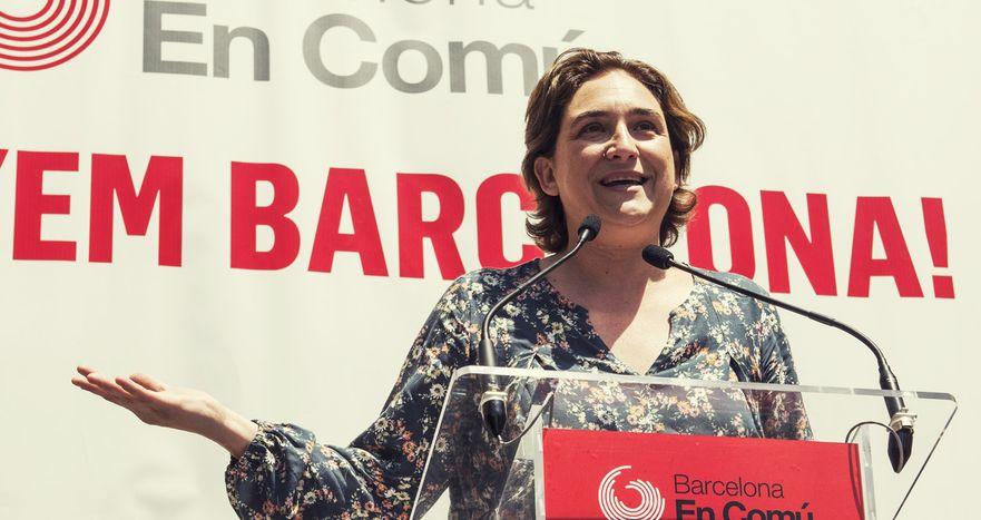 Image for Mujeres y política española: revolucionando los escaños y la calle