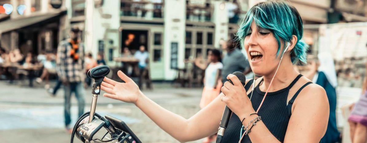 Image for Daniela Iezzi: música callejerapara encontrarla felicidad