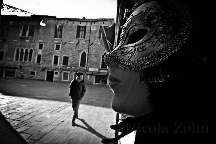Image for L'anima di Venezia si nasconde, timida, dietro alle maschere del Gran Carnevale