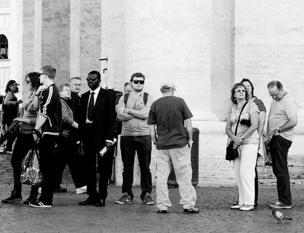 Image for 300: queuing in Rome (with a banned sandwich – 10 images)