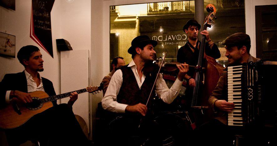 Image for Giacca, cappello e violino: la musica in viaggio dei Guappecarto'
