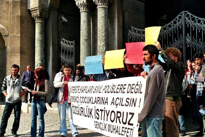 Image for Etudiants à Istanbul : petite leçon d'apolitisme