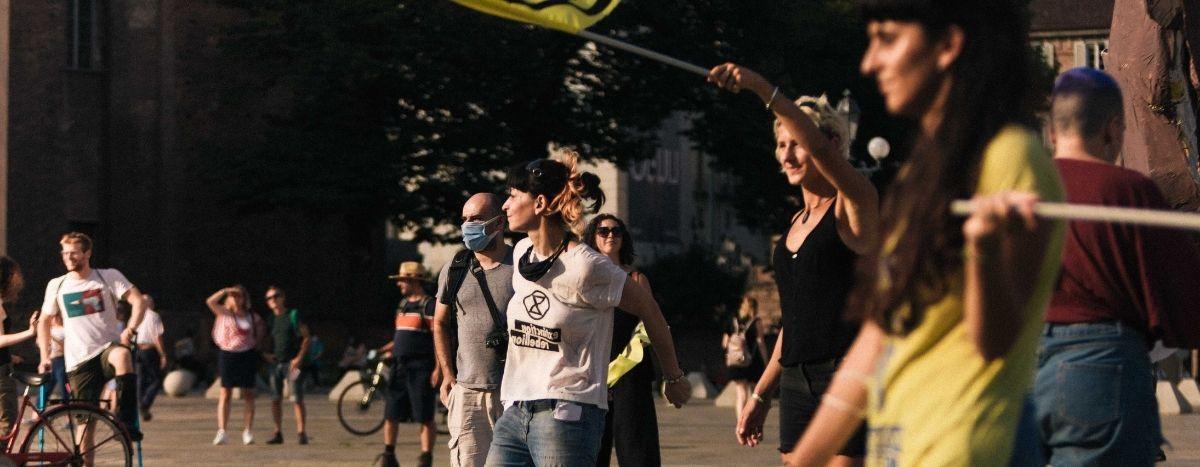 Image for I giovani che lottano per il clima piacciono solo se non attaccano nessuno