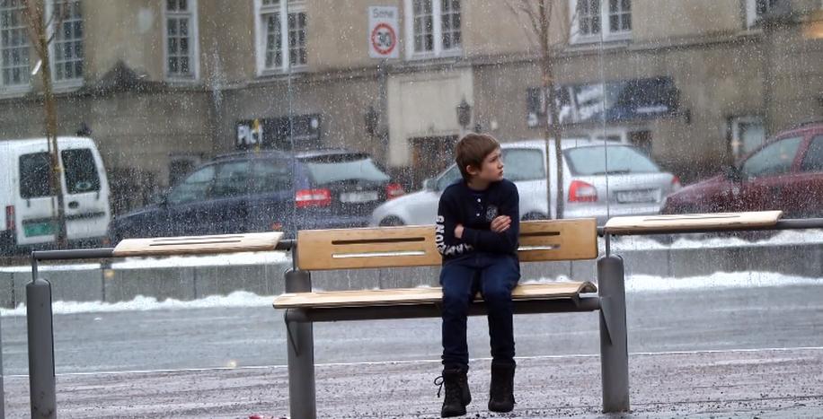 Image for Donneriez-vous votre veste à Johannes ? Une campagnepour les enfants syriens