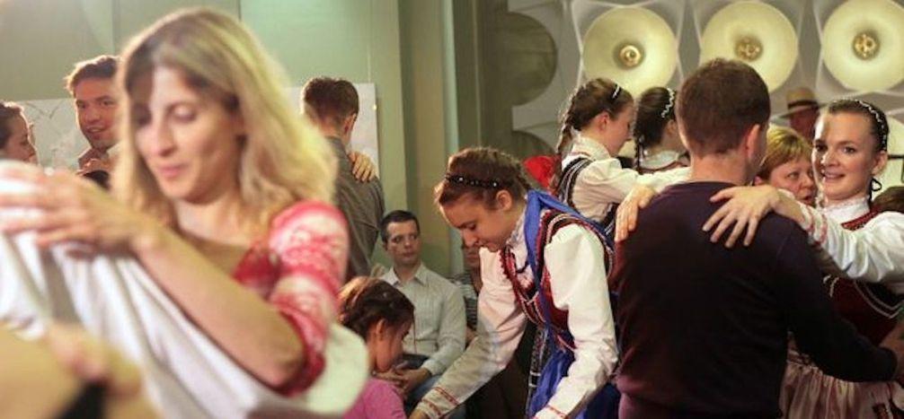 """Image for """"Tanzet und mehret euch"""": Orban möchte mehr Kinder von den Ungarn"""