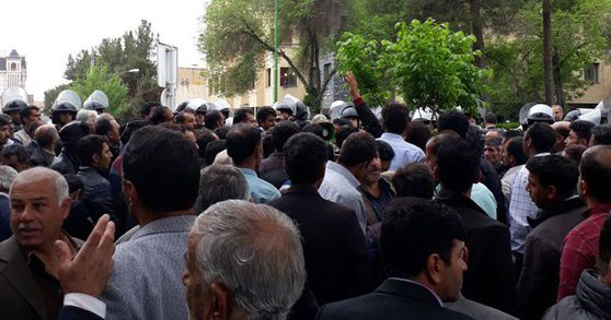 Image for Protesting Farmers Suffer Attack and Arrest After Night Demonstrations in Iran