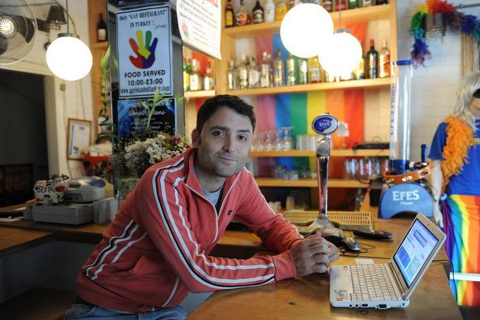 """Image for  Culture gay à Istanbul : """"Nous avons les couilles de le dire haut et fort"""""""