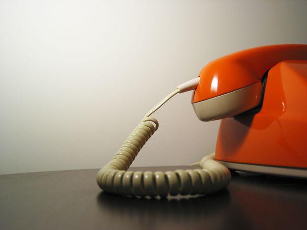 """Image for """"Halo, chcę się zabić"""" – o stażu w telefonie zaufania"""