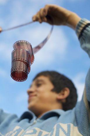 Image for Poco dinero, grandes hazañas: Cuatro iniciativas de cine y arte en Kosovo