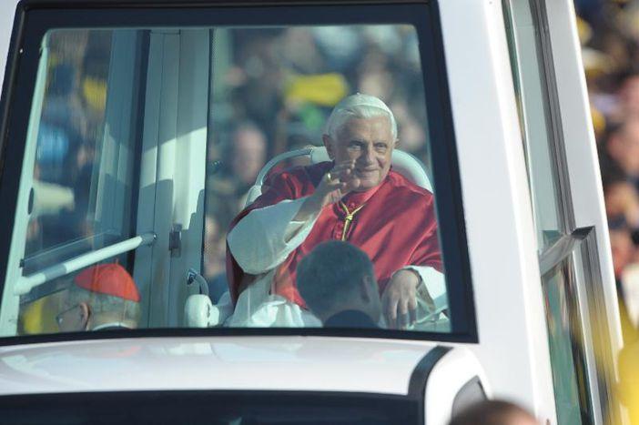 Image for Historique : Benoît XVI passe à la télé le 22 avril #papealabourre