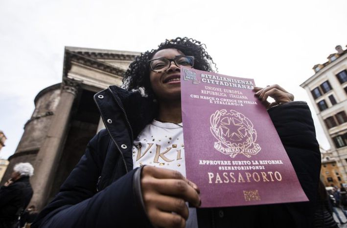 Image for Italy: Second generation immigrants wait for passports