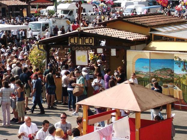 Image for Mehr als nur Wein: ein typischer Herbst in Asti
