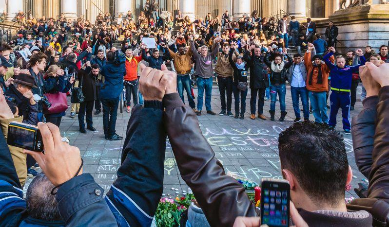 """Image for """"Responder a los atentados en Bruselas concautela"""""""