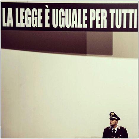 Image for La legge è uguale per (quasi) tutti, storie di omicidi in divisa: Abou Bakari Tandia