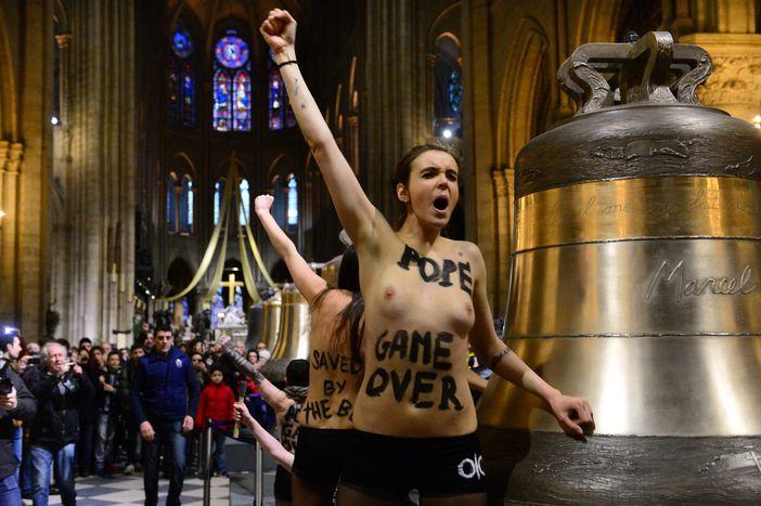 Image for Femen: reportaż o świętości piersi