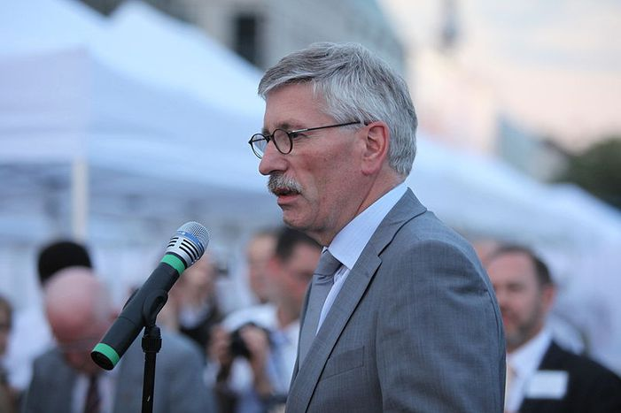 Image for Berlin launch: Anti-islam book by German bank exec Thilo Sarrazin