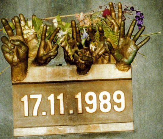 Image for 1989: Kilka słów o Aksamitnej Rewolucji