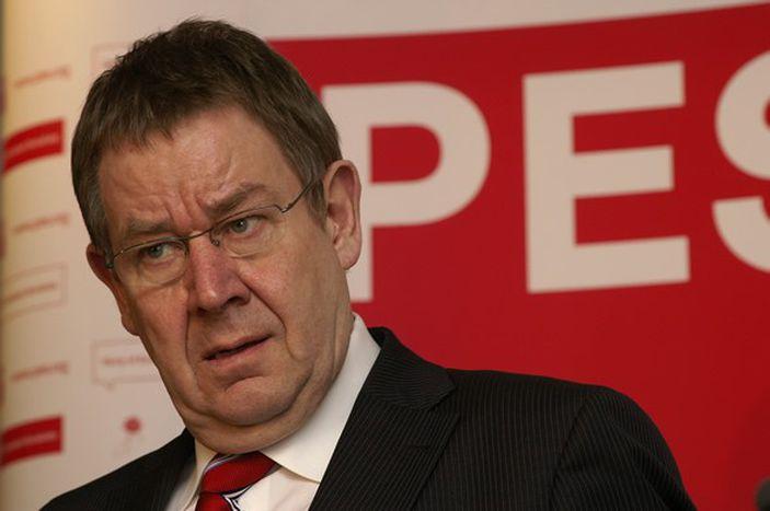 Image for Poul Nyrup Rasmussen : « Je me battrai pour qu'ils aient un emploi toute leur vie »